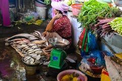 Speicher der frischen Fische und des Gemüses Lizenzfreie Stockfotos