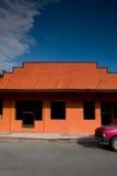 Speichern Sie Fassade mit LKW-Vorderseite Lizenzfreies Stockfoto
