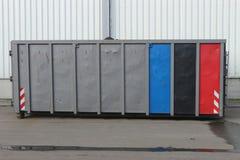 Speichern Sie Hakenaufzugbehälter in einem industriellen Standort aus lizenzfreie stockbilder