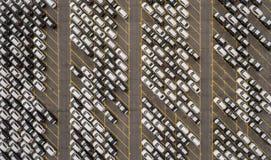 Speicherparken mit Neuwagen Lizenzfreie Stockfotos