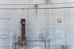 Speichersilo-Wand und Rutsche Stockfoto