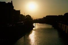 Speicherstadt de Hamburgo en el sol de igualación imagenes de archivo