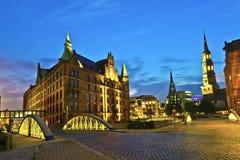 Speicherstadt em Hamburgo em a noite Fotografia de Stock Royalty Free