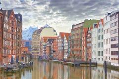Speicherstadt en Hamburgo, opinión de la calle de Hamburgo imágenes de archivo libres de regalías
