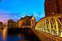 Speicherstadt in Hamburg bis zum Nacht Lizenzfreie Stockbilder