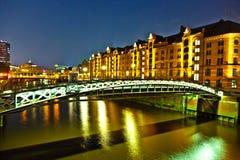 Speicherstadt in Hamburg bis zum Nacht Stockfotografie