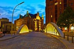 Speicherstadt in Hamburg bis zum Nacht Lizenzfreie Stockfotografie