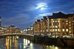 Speicherstadt nachts in Hamburg lizenzfreies stockfoto