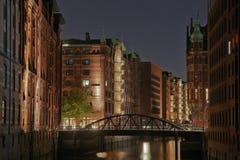 Speicherstadt von Hamburg bis zum Nacht Stockbild