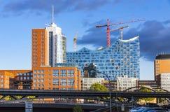 Speicherstadtdistrict met Elbphilharmonie-de bouw in Hamburg Royalty-vrije Stock Afbeeldingen