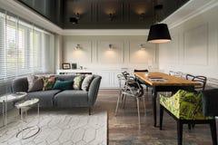 Speisen und Wohnzimmer kombiniert stockfotos