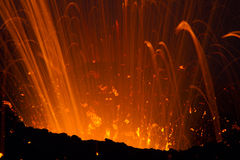 Spektakulär detaljlava på natten Arkivfoto