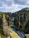Spektakulär flodkanjon Fjathrargljufur, Island Fotografering för Bildbyråer