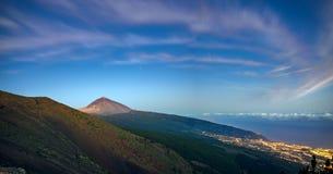 Spektakulär gryning på vulkan Teide i Tenerife Royaltyfri Bild
