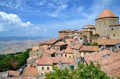 Spektakulär sikt av den gamla staden av Volterra i Tuscany, Italien Royaltyfri Foto