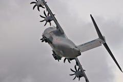 Spektakulär sikt av en flygbuss A400M på starten Royaltyfria Bilder