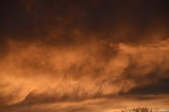 Spektakulär solnedgång över Burnley Lancashire i nordliga England Royaltyfri Foto