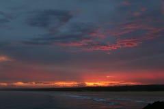 Spektakulär solnedgång från kusten i Norther NSW Australien Fotografering för Bildbyråer
