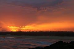 Spektakulär solnedgång från kusten i Norther NSW Australien Royaltyfria Bilder