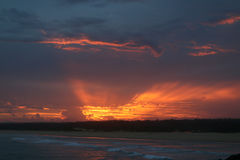 Spektakulär solnedgång från kusten i Norther NSW Australien Arkivfoton