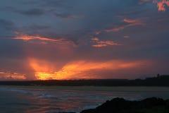 Spektakulär solnedgång från kusten i Norther NSW Australien Arkivbilder