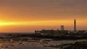 Spektakulär solnedgång på helgonet Sebastian Castle Cadiz Spain royaltyfri foto