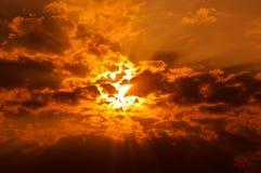 spektakulär soluppgångsolnedgång Arkivbilder
