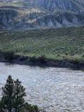 Spektakulär South Dakota vatten- och bergsikt arkivfoton