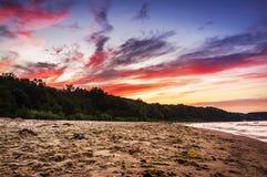Spektakulär sundown på stranden fotografering för bildbyråer
