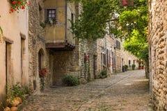 Spektakulära antika traditionella stenfransmanhus i Perouges, Frankrike Royaltyfria Bilder