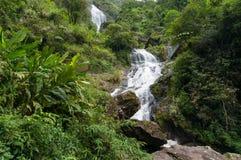 Spektakulärt landskap av den stora vattenfallet Royaltyfria Foton