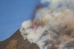 Spektakulärt Volcano Etna utbrott, Sicilien, Italien Arkivfoton