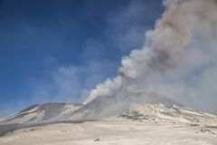 Spektakularna wulkanu Etna erupcja, Sicily, Włochy Obrazy Royalty Free