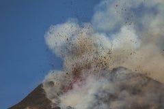 Spektakularna wulkanu Etna erupcja, Sicily, Włochy Zdjęcia Stock