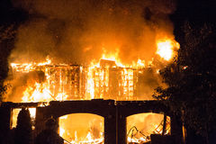Spektakularny domu ogień Zdjęcie Royalty Free