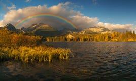 Spektakularny, piękny wschód słońca nad Halnym jeziorem fotografia royalty free