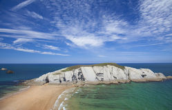 Spektakularny plażowy Playa De Los Covachos, Cantabria zdjęcie stock