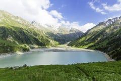 Spektakularny sceniczny Duży Almaty jezioro, Tien shanu góry w Almaty, Kazachstan, Azja obrazy stock