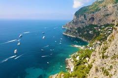 Spektakularny widok Capri skalisty wybrzeże, Capri wyspa, Campania, Włochy Obrazy Royalty Free