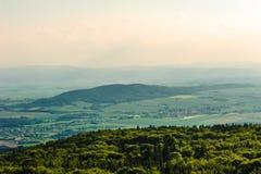 Spektakularny widok pasmo górskie i równina Zdjęcia Stock