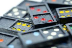 Spel in de domino die voor achtergrond gebruiken Stock Afbeelding