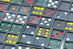 Spel in de domino die voor achtergrond gebruiken Stock Foto
