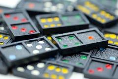 Spel in de domino die voor achtergrond gebruiken Stock Fotografie