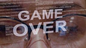 Spel over tekst op achtergrond van vrouwelijke ontwikkelaar stock video