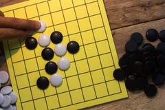 spel van de igo het Chinese raad met zwart-witte steen royalty-vrije stock afbeeldingen