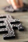 Spel van domino met dominostenen Stock Foto