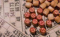 Spel van het tafelblad het oude lotto met houten elementen Stock Afbeeldingen