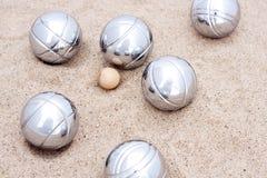 Spel van jeu DE boule, zilveren metaalballen in zand Royalty-vrije Stock Fotografie