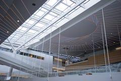 Spel van licht en de schaduw binnenlandse moderne asymmetrische bouw Royalty-vrije Stock Afbeelding