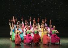 Spela Allegro-kines folkdans Royaltyfria Foton